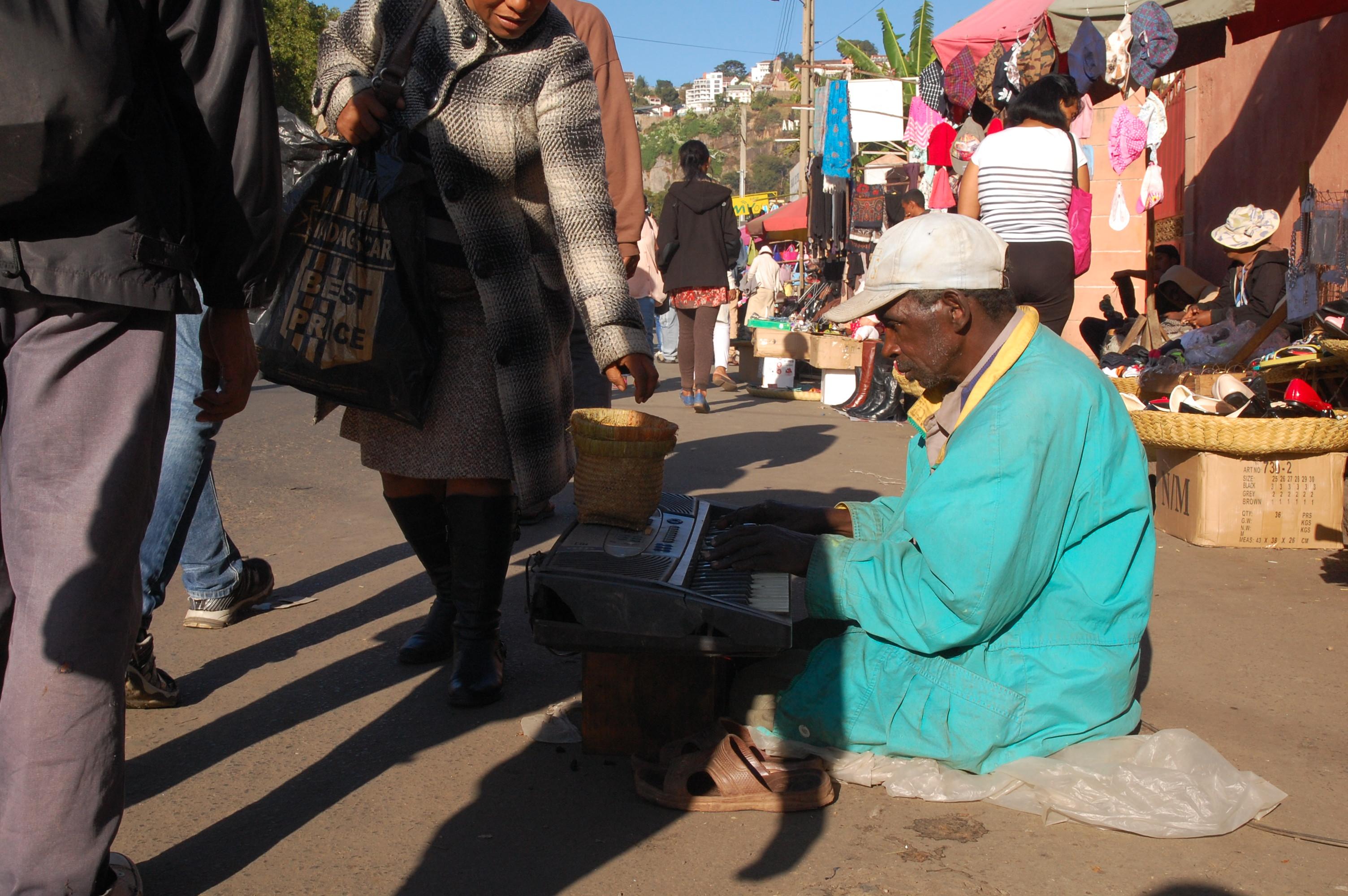 Blind musician-2
