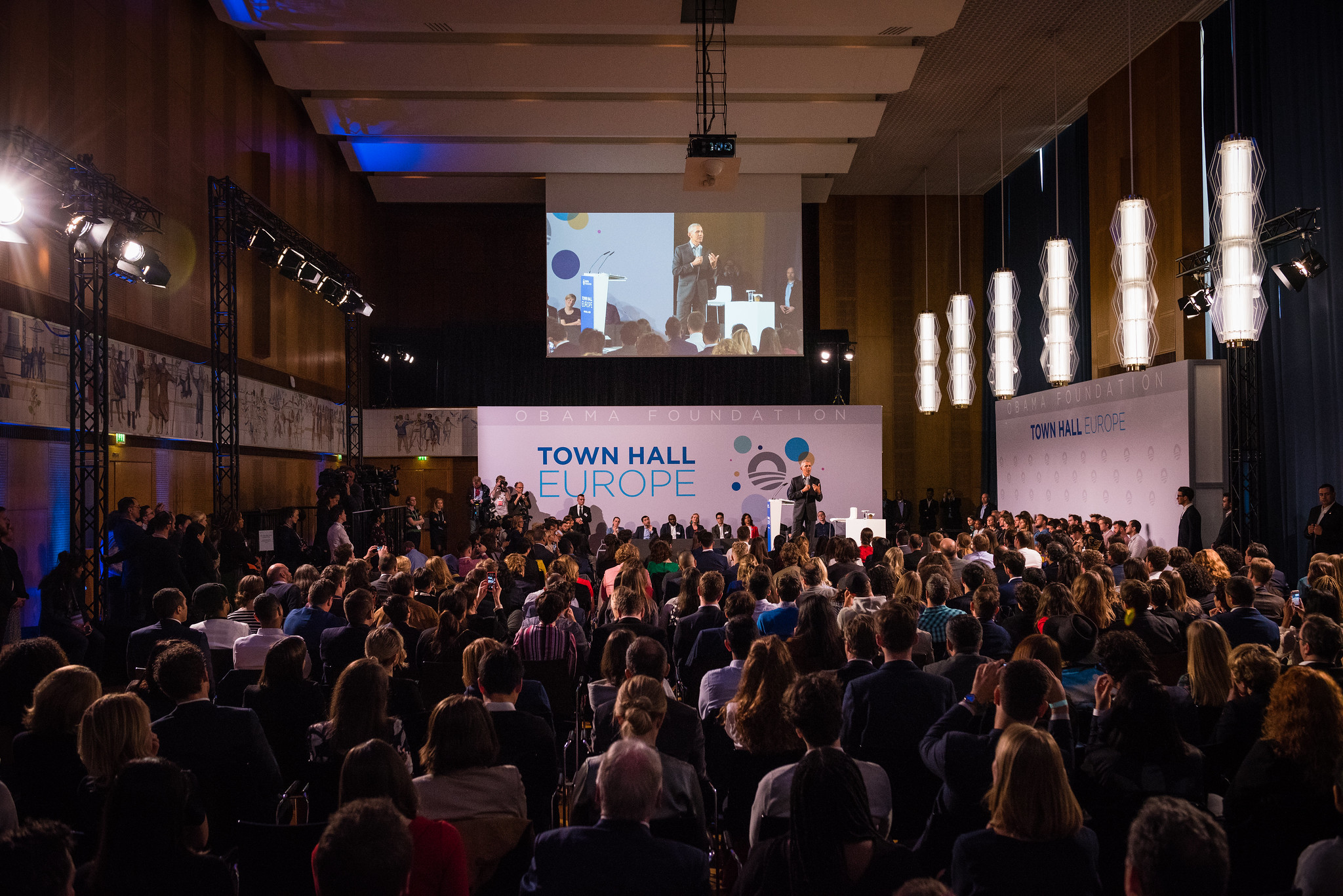 Full lecture hall at President Barack Obama's town hall event at ESMT Berlin